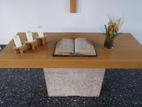 Altarbibel2-min